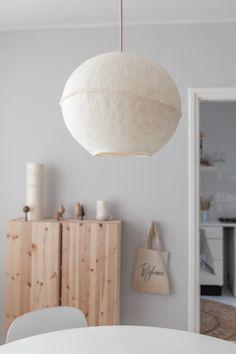 ELLE INTERIEUR blog over interieur! #hanglamp #vilt #slowliving #lumalano Plug In Pendant Light, Pendant Light Fixtures, Nursery Lighting, Interior And Exterior, Interior Design, Provence Style, Diy House Projects, Paperclay, Unique Lighting