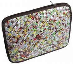 Risultati immagini per flettede tasker Computer Cover, Paper Art, Paper Crafts, Candy Wrappers, Candy Bags, Handicraft, Purses And Bags, Upcycle, Recycling