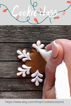 Cookie class on how to decorating christmas snowflake cookie with royal icing. #christmascookies #christmas #cookiedecorating #cookies #royalicing #decoratedcookies #tutorial #cookieclass #tutorial