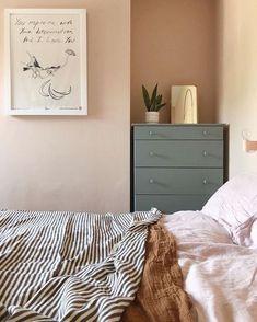 26 dusty pink bedroom walls you will love it 3 Dusty Pink Bedroom, Pink Bedroom Walls, Cozy Bedroom, Home Decor Bedroom, Bedroom Ideas, Pastel Bedroom, Kids Bedroom, Dusty Pink Bedding, Bedroom Furniture