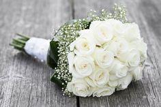 Beyaz Gelin Çiçeği Modelleri hem yapay hem de canlı gelin çiçeği buketlerinde tercih edilmektedir.
