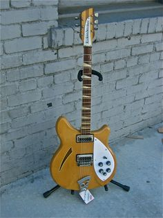 VARIAX CHIME Position 1: Bridge, Position 3:  Bridge+Neck, Position 5: Neck (1968 Rickenbacker® 360) Notable Player: Peter Buck