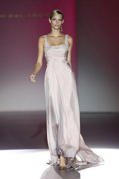fashion by Chrystelle ftallah Casual Dresses, Fashion Dresses, Formal Dresses, Wedding Dresses, Fabulous Dresses, Beautiful Gowns, Love Fashion, Fashion Show, Hannibal Laguna