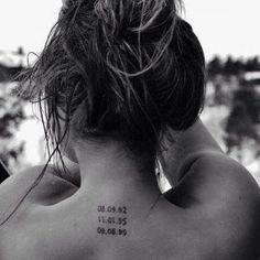 35 Splendid Back of Neck Tattoo Designs 35 Herrliche Nacken-Tattoo-Designs Future Tattoos, New Tattoos, Small Tattoos, Cool Tattoos, Tattoos Of Dates, In Memory Tattoos, Woman Tattoos, Cancer Tattoos, Friend Tattoos