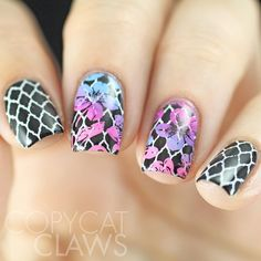 Double stamping with @uberchicbeauty 4-04. I love this quatrefoil stamping image. For the flowers over it I did gradient stamping with @mundodeunas Sky Blue, Tutti and Barbie.