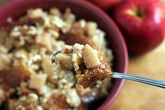 Overnight, Slow Cooker, Apple, Cinnamon Steel-Cut Oatmeal by theyummylife #Oatmeal #Apple #Overnight #Slow_Cooker #Healthy