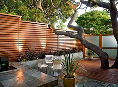 Perfect front yard courtyard idea with horizontal fence.