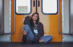 Metrorail levis look, Hemp Fabric, Vintage Denim, Levis, Wide Leg Pants, Poses, Fashion, Wide Leg Trousers, Moda, Fashion Styles