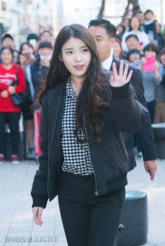 Talent Agency, Her Music, Debut Album, Korean Singer, Girl Pictures, Moonlight, Lisa, Celebrity, Kpop