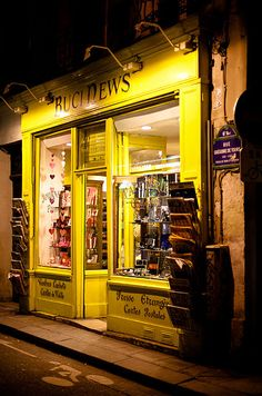 "Buci News, 4 Rue Grégoire de Tours, Paris VI (Love this little place!  Bought a copy of the magazine ""Elle à Table"" and some sheets of beautiful flat paper there.)"