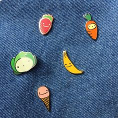 Happy pin set
