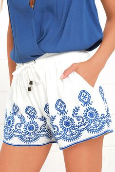 Have the best lounge session imaginable with the Hazel Mazatlan Blue and Ivory Shorts! These breezy shorts feature a smocked, drawstring waistband for ultimate comfort, and blue embroidery for added Boho style. Diagonal front pockets.