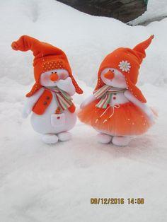 Grupo do site tilda-mania. Christmas Clay, Christmas Makes, Christmas Ornaments, Felt Crafts, Decor Crafts, Holiday Crafts, Sock Snowman, Snowmen, Crochet Decoration
