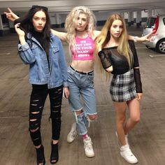 Elizabeth Jane Bishop, Joanna Kuchta and Charlie Barker Style Année 90, Mode Style, Grunge Fashion, Look Fashion, Womens Fashion, Spice Girls, Charlie Barker, All Cheerleaders Die, Elizabeth Jane Bishop