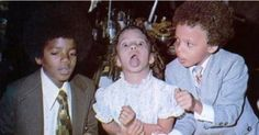 Michael Jackson, doing good for children and helping them since he was a child himself. He always loved babies and all children of the world ღ Michael Jackson Rare, Michael Love, George Michael, Jackson Family, Jackson 5, Ralph Tresvant, King Of Music, The Jacksons, Rare Pictures