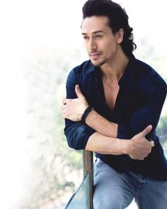 Jackie Shroff son's Tiger Shroff upcoming movies A Flying Jat Student Of… Movies 2016 List, Tiger Shroff Body, Tiger Love, Funny Caricatures, Indian Star, Top Movies, Upcoming Movies, Bollywood Stars, Bollywood Celebrities