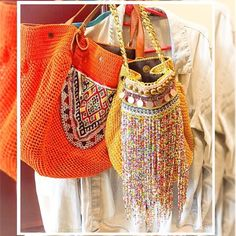 We love these! Thank you Ghazl Banat! Museum Store, Boho Bags, Kids Bags, Knitted Bags, Party Bags, Diy Crochet, Straw Bag, Fancy, Tote Bag
