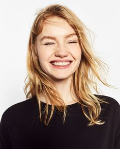 Discover the new ZARA collection online. The latest trends for Woman, Man, Kids and next season's ad campaigns. People Photography, Beauty Photography, Portrait Photography, Clean Beauty, Beauty Make Up, Blonde Hair Inspiration, Kelly Carlson, Bob Hairstyles For Fine Hair, Female Character Inspiration