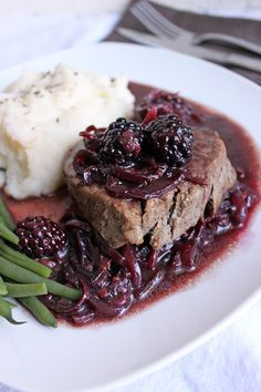 Beef steak with blackberry and cabernet discount- My Cooking Diary Meat Recipes, Gourmet Recipes, Cooking Recipes, Healthy Recipes, I Love Food, Good Food, Yummy Food, Bbq Vegetables, Sauces