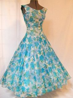 blue floral chiffon party dress ~ I'd love to wear this floral to a tea party! 50s Dresses, Pretty Dresses, Vintage Dresses, Vintage Outfits, Fashion Dresses, 1950s Fashion, Vintage Fashion, Vintage Beauty, Look Retro