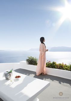 What are the best luxury Santorini hotels with caldera view? See the list! Katikies Hotel Santorini, Hotels In Santorini Greece, Best Hotels In Greece, Life Is Beautiful, Beautiful Places, Architectural Photographers, Stunning View, Resort Spa, Hotels And Resorts