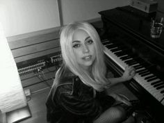 Lady Gagas Twitpics from the studio!
