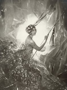 Nancy Beaton as a Shooting Star for the Galaxy Ball, 1929 Photographer: Cecil Beaton This is an important image in the book and I had a postcard print of it sitting on my desk while I wrote. Richard Avedon, Louis Daguerre, Vintage Photographs, Vintage Photos, Art Nouveau, Art Deco, Vintage Beauty, Vintage Fashion, White Photography