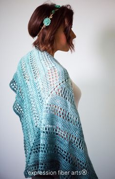 How to crochet this gorgeous gradient / ombre Teal Tenacity Crochet Shawl pattern
