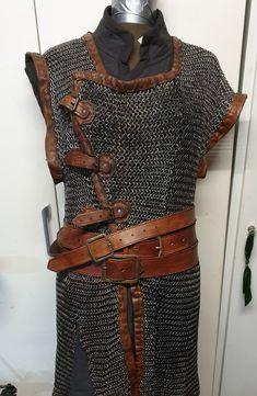 Mercenary Armor - LEATHER ARMOR Set di luci Leather Armor, Leather Dye, Leather Gloves, Medieval Costume, Medieval Armor, Leather Gauntlet, Vikings, Viking Clothing, Armadura Medieval