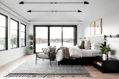 〚 Glass walls and bay views: beautiful modern home near New York 〛 ◾ Photos ◾Ideas◾ Design Master Suite Layout, Master Suite Bedroom, New York Apartments, Tiny Apartments, Studio Apartments, Rye New York, Living Room New York, Living Rooms, New York Projects