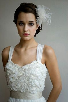 Acconciatura sposa capelli corti con fermaglio. Guarda altre immagini di acconciature sposa: http://www.matrimonio.it/collezioni/acconciatura/2__cat