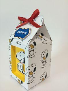 - Caixa milk snoppy com visor personalizada Snoopy Toys, Baby Snoopy, Snoopy Birthday, Snoopy Party, Mini Milk, Milk Box, Tarjetas Diy, Boxes And Bows, Baby Boy First Birthday