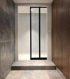 현관 중문 : 슬라이딩 도어 Apartment Entrance, House Entrance, Vestibule, Foyer, Entryway, Windows And Doors, Sliding Doors, Glass Door, Home Interior Design