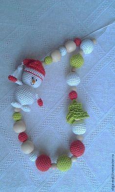 Купить Слингобусы Снеговик - слингобусы, слингобусы мамабусы, слингобусы новогодние, слингобусы со снеговиком Crochet Bunny, Crochet Flowers, Crochet Toys, Kids Jewelry, Jewelry Crafts, Handmade Toys, Handmade Crafts, Nursing Necklace, Crochet Accessories