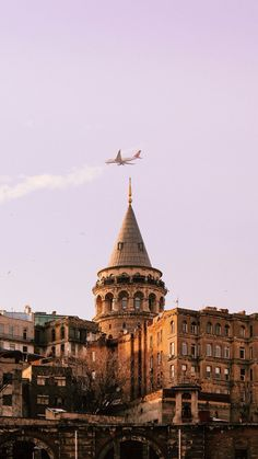 A view of Galata Tower wallpaper background for phone Sunset Wallpaper, Cute Wallpaper Backgrounds, Galaxy Wallpaper, Screen Wallpaper, Istanbul City, Istanbul Travel, Turkey Country, Rivers And Roads, Photographie Portrait Inspiration