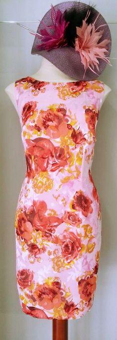 Vestido de fiesta y cóctel, con elegantes motivos florales esculpidos en seda! #vestidosdefiesta #partydresses #bodas #wedding http://www.scalacostura.com