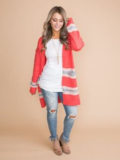 Modern fashionable women choose coral cardigan because fashion recommends you to be feminine and mysterious. Find out right now what to wear a coral cardigan with! Coral Cardigan, Oversized Cardigan, Knit Cardigan, Fall Winter Outfits, Winter Style, White T, Piece Of Clothing, Passion For Fashion, What To Wear