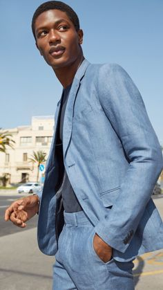 A linen suit is the ultimate summer luxury: lightweight and breathable with a casual look of cool. Linen Suits For Men, Mens Suits, Casual Street Style, Street Style Looks, H M Man, Latest Mens Fashion, Piece Of Clothing, Minimalist Fashion, Casual Looks