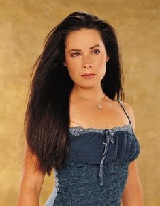 Holly Marie Combs as Piper Halliwell, in Charmed TV Series : 62 high-res pictures Piper was DVDbash's favorite Halliwell sister ! Enjoy Holly Marie Combs as Piper Halliwell in Charmed : Serie Charmed, Charmed Tv Show, Holly Marie Combs, Rose Mcgowan, Piper Charmed, Alyssa Milano Charmed, Shannen Doherty, Hot Actresses, Movies