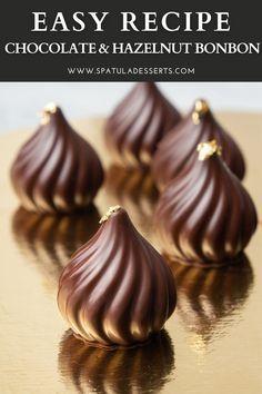Praline Chocolate, Chocolate Bonbon, Chocolate Work, Chocolate Truffle Cake, Chocolate Candy Recipes, Chocolate Filling, Tempering Chocolate, Making Chocolate, Easy Chocolate Desserts