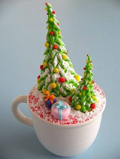 Christmas Tree Cupcake! I'm not sure I could bring myself to eat this.