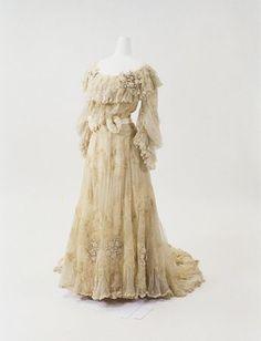 Redfern dress ca. 1900 From the Bunka Gakuen Costume Museum