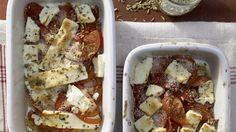 Besonders würzige Version des griechischen Vorspeisenklassikers: Gebackener Schafskäse | http://eatsmarter.de/rezepte/gebackener-schafskaese