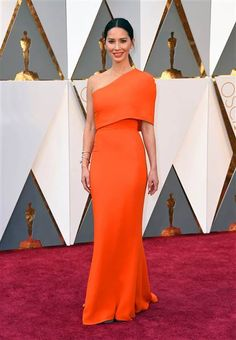 Olivia Munn looked like a bold beauty in this bright orange one shoulder gown at the Oscars. Olivia Munn, Award Show Dresses, Oscar Dresses, Tie Dress, Dress Up, Robes D'oscar, Orange Gown, Hollywood Red Carpet, Beautiful Evening Gowns