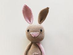 Guten Morgen ihr Lieben Ich freu mich schon sooo auf Ostern das süße kleine Häschen-Prinzesschen versüßt mir noch die Wartezeit #häkeln #häkelliebe #häkeltier #amigurumi #amigurumis #amigurumilove #amigurumianimal #amigurumicrochet #crochet #crochetlove #crochetaddict #krativliebe #handmade #handarbeit #selfmade #selbstgemacht #madewithlove #hase #bunny #häschen #rabbit #princess #prinzessin #littlegirl #wolle #baumwolle by haekelnessl