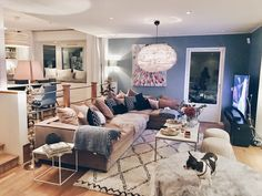 Relax With Cozy Home Decor Ideas Modern White Living Room, Apartment Bedroom Decor, Studio Living, First Apartment, Cozy House, Home Interior Design, Interior Inspiration, Living Spaces, Saturday Night