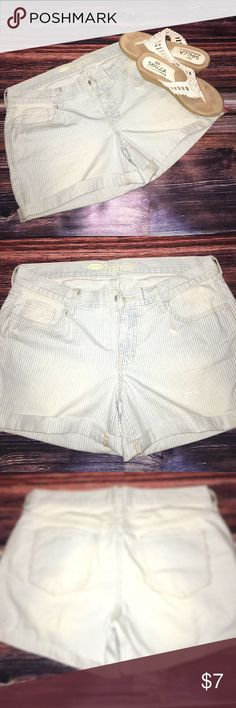 Boyfriend Jean Shorts These are great! They have a bit if a white Pin Stripe in them. Oversized a bit as Boyfriends are, Size 8 Old Navy-Never Worn Old Navy Shorts Jean Shorts