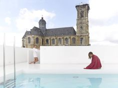 A rooftop panoramic swimming pool by the Belgian architecture firm dmva-architecten!