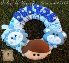 porta maternidade de menino http://artesdivivianegarcia.divitae.com.br/ ou http://www.elo7.com.br/artesdivivianegarcia