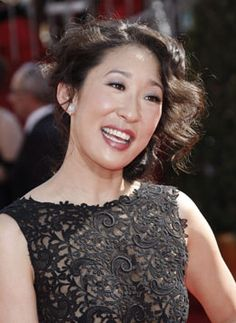 Sandra Oh, the Ottawa-born actress who plays Dr. Cristina Yang on Grey's Anatomy, will be honoured by the Canadian actors' union for her contribution to Canadian film and television. Celebrity Smiles, Celebrity Beauty, Oh Beautiful, Beautiful People, Happy People Photography, Kevin Mckidd, Sandra Oh, Cristina Yang, Jodie Comer